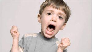 Barn begynner å skrike venter på NIE ANTALL