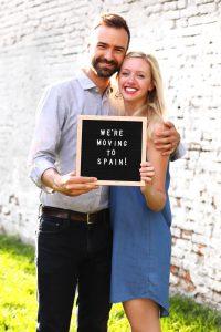 Dit echtpaar verhuisde naar Spanje om er te komen NIE NUMBERS