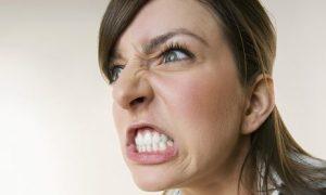 Тази ядосана жена беше отказана NIE Брой