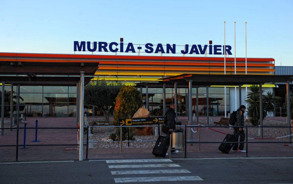 Apsveriet iespēju lidot Mursijas lidostā, lai saņemtu savu NIE Skaits